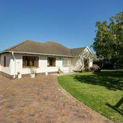 Property For Rent in Meadowridge, Cape Town